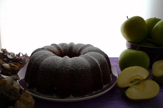 Bundt cake con puré de manzanas y castañas